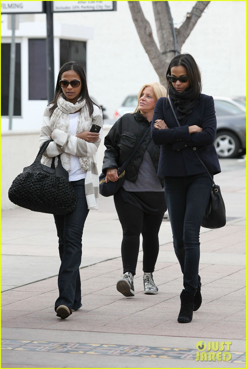 zoe saldana movies bradly coopers mom 26