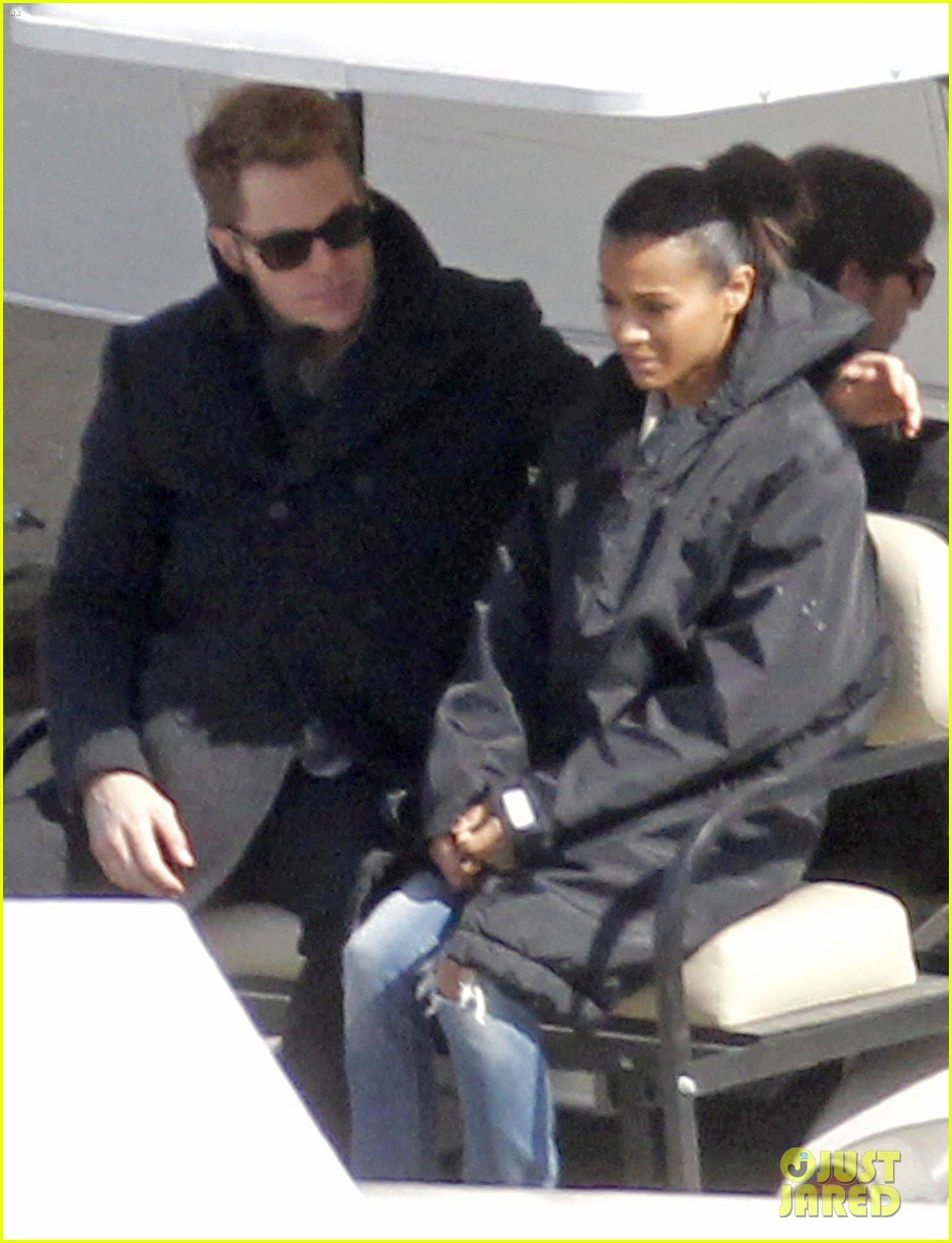 zoe saldana chris pine zach quinto star trek set 08