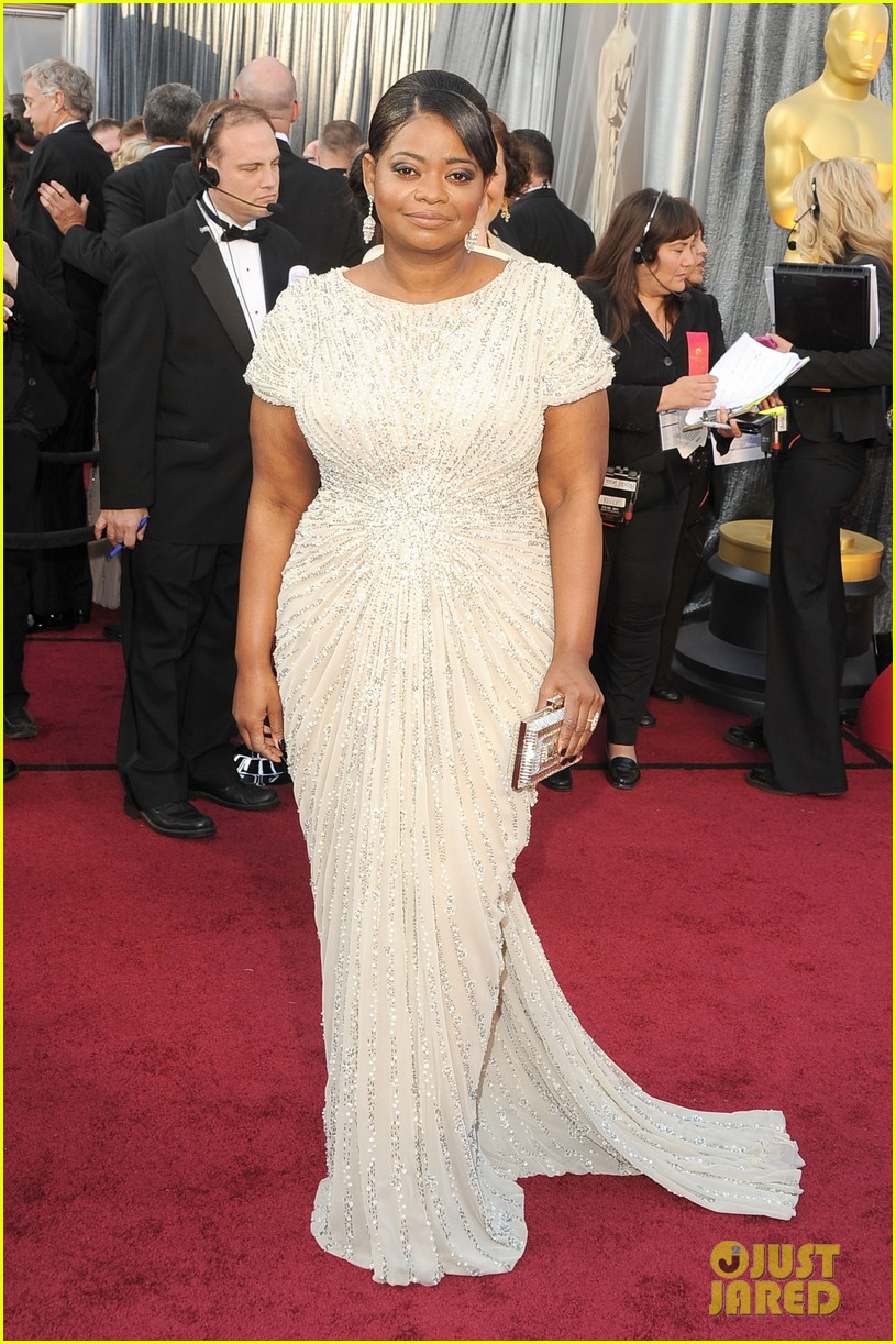 octavia spencer oscars 2012 red carpet 01