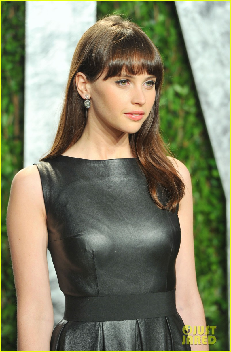 emma stone felicity jones vanity fair oscar party 05