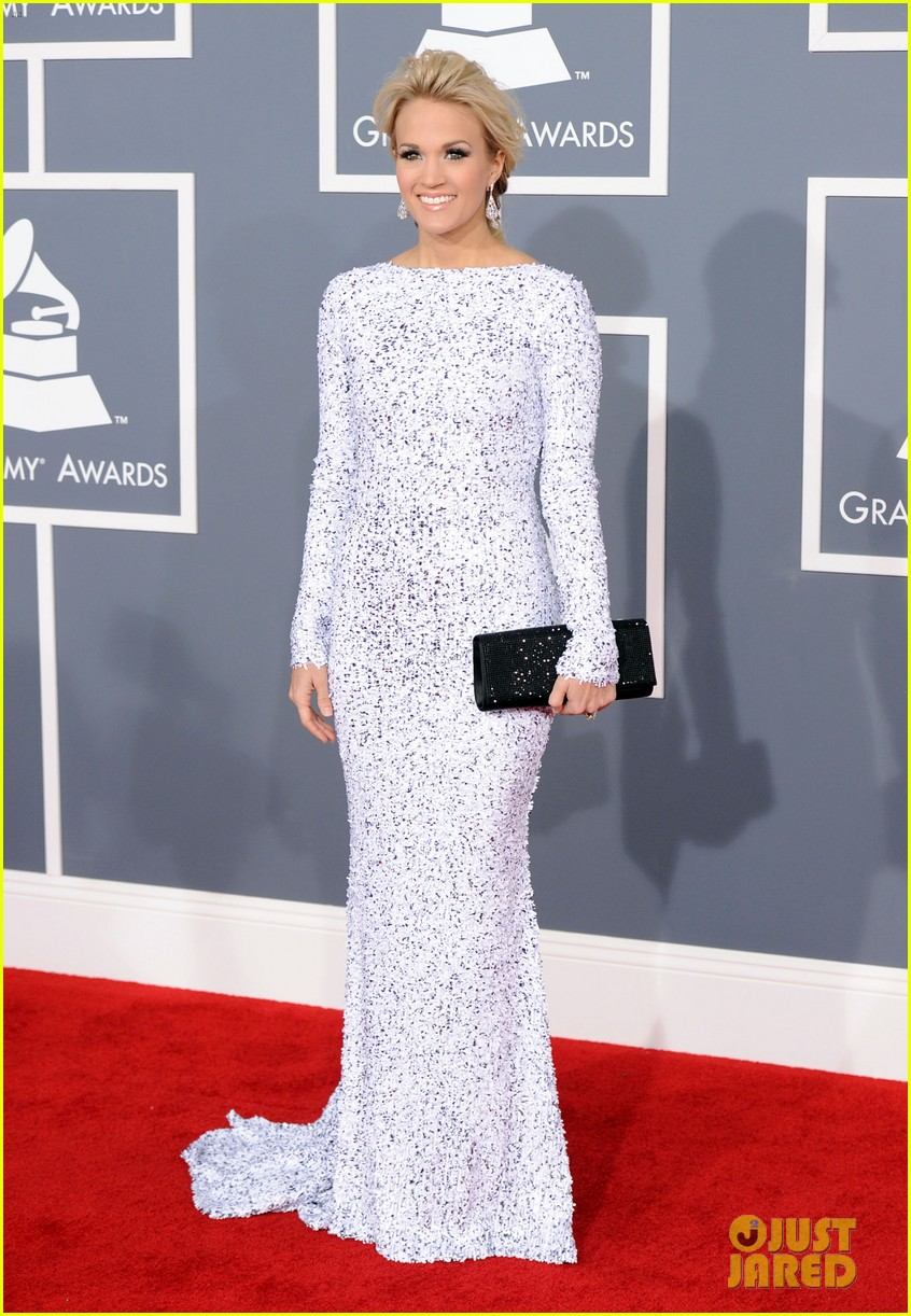 carrie underwood grammys 2012 red carpet photo 2628173