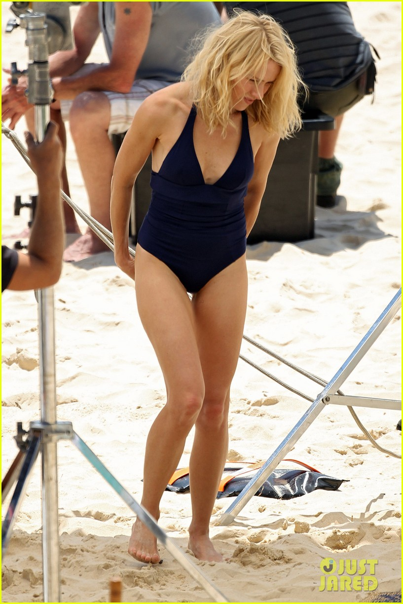naomi watts beach filming 04