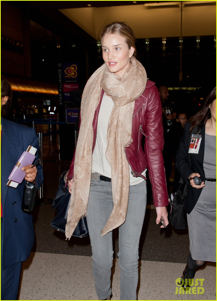 rosie huntington whiteley airport 052630718