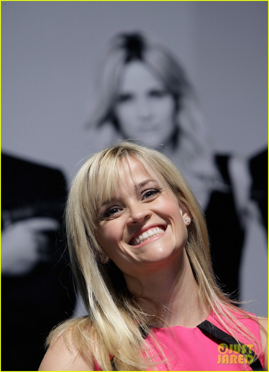 reese witherspoon war seoul press conference 05