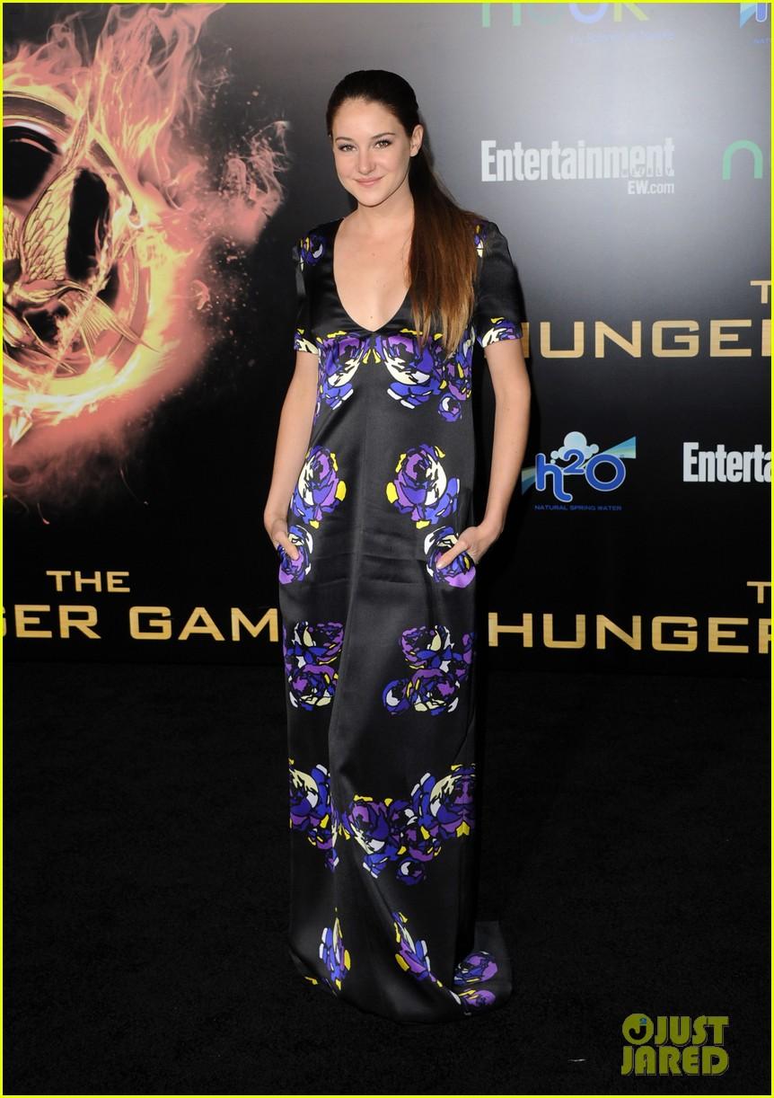 elizabeth banks wes bentley hunger games premiere 012638503