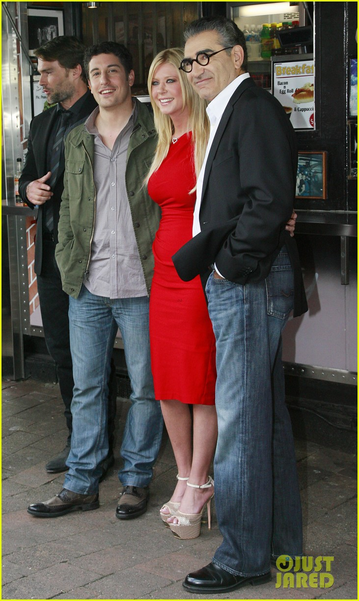 jason biggs tara reid american reunion photo call 02