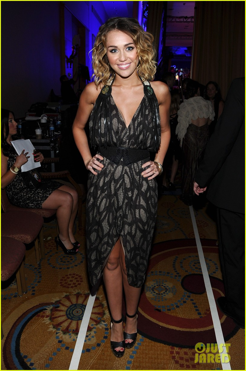 miley cyrus liam hemsworth celebrity fight night 17