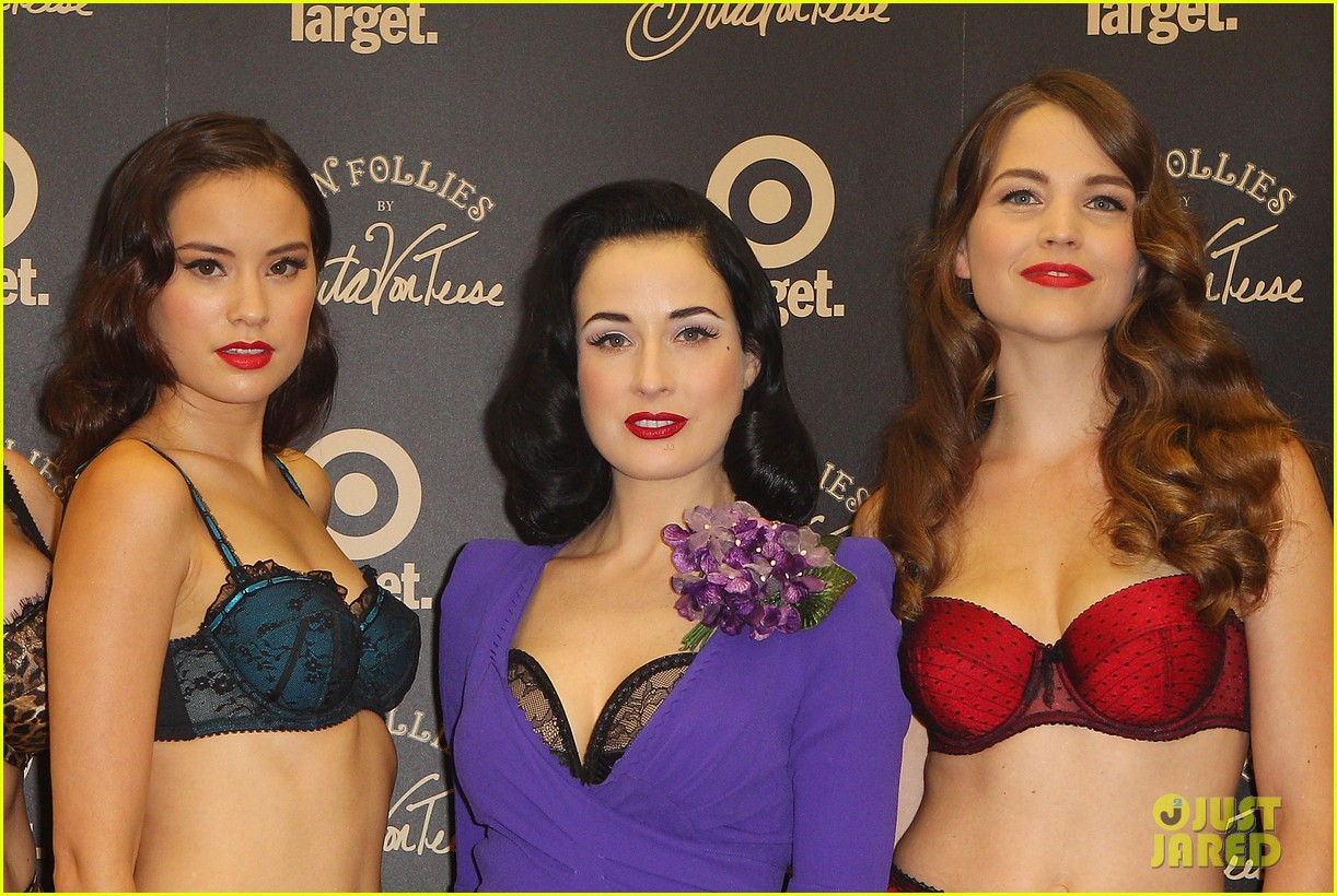 dita von teese von follies photo call 05