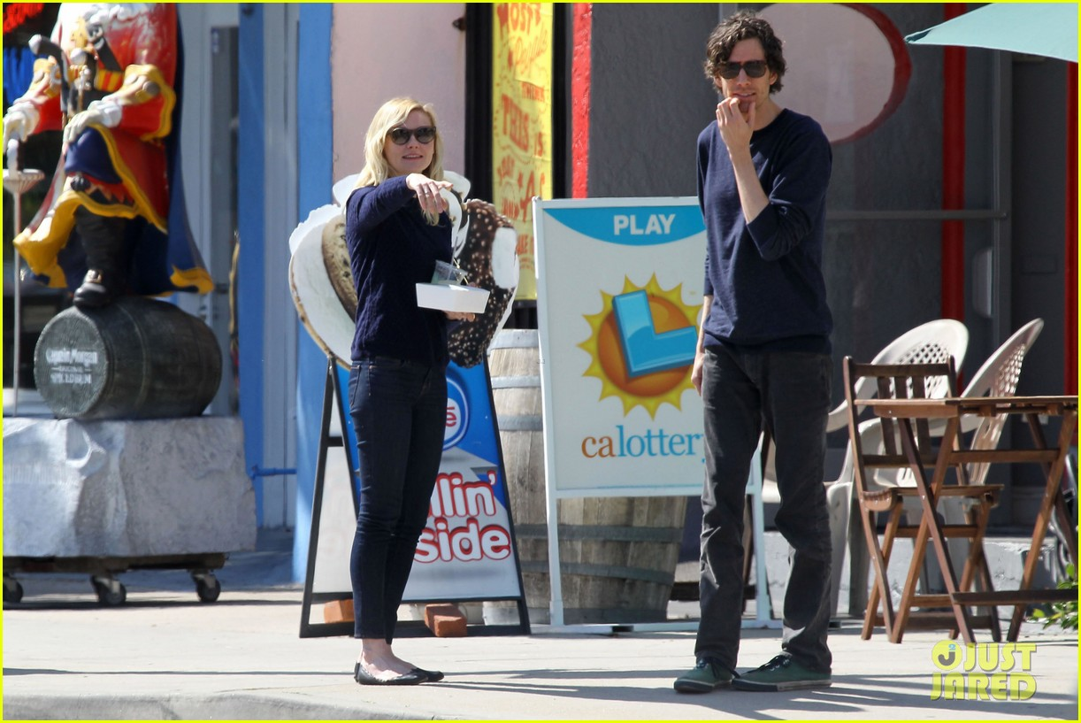 kirsten dunst guy friend lunch 13