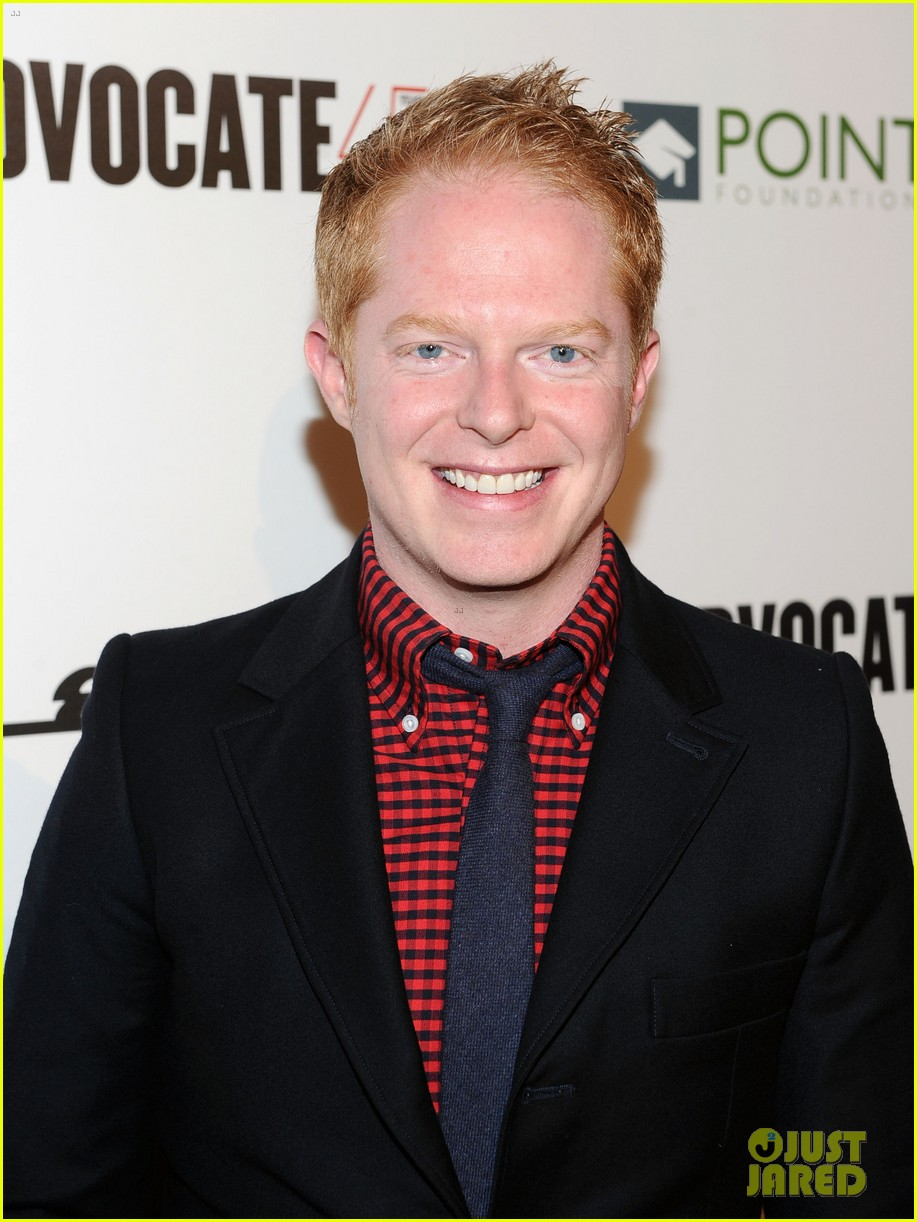 The 42-year old son of father Kelly Ferguson and mother Bob Ferguson, 178 cm tall Jesse Tyler Ferguson in 2018 photo