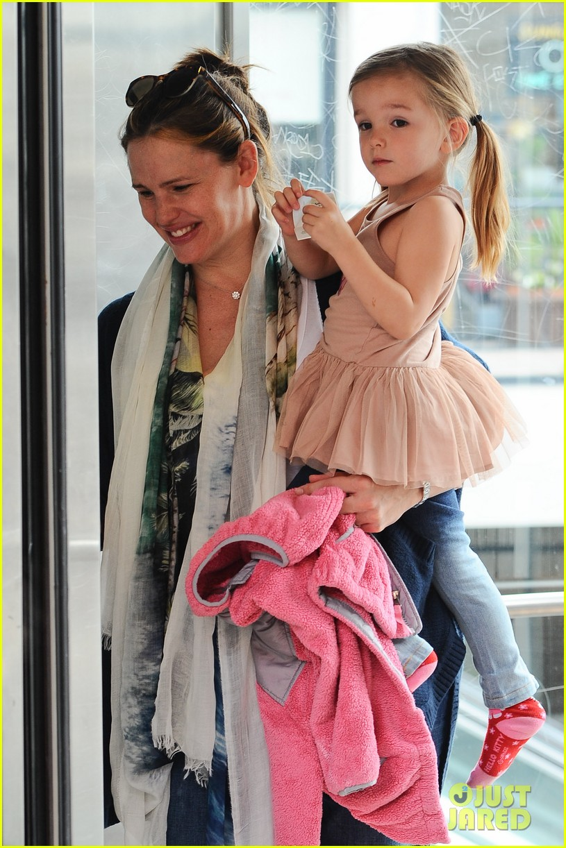 Full Sized Photo Of Jennifer Garner Seraphina Doctors Appointment 07 Photo 2641343 Just Jared