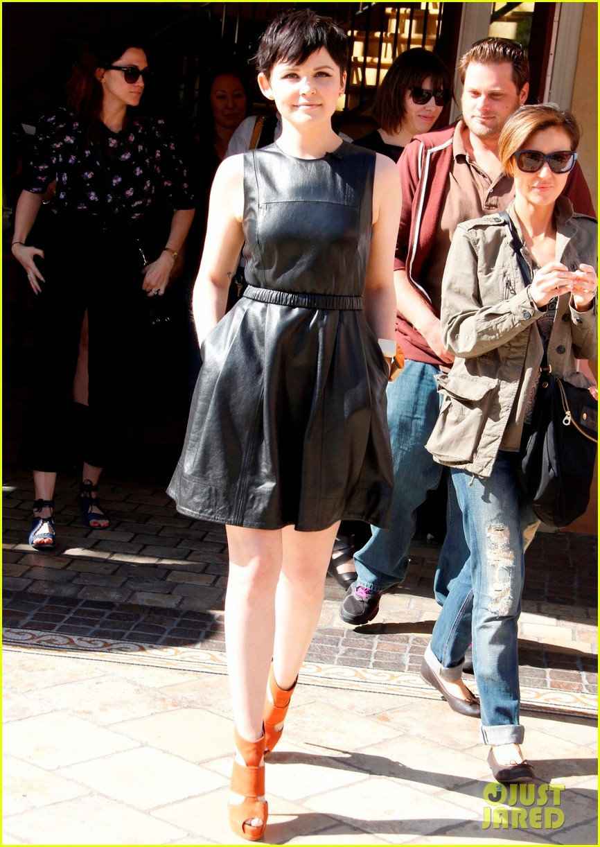 ginnifer goodwin extra appearance at the grove 06