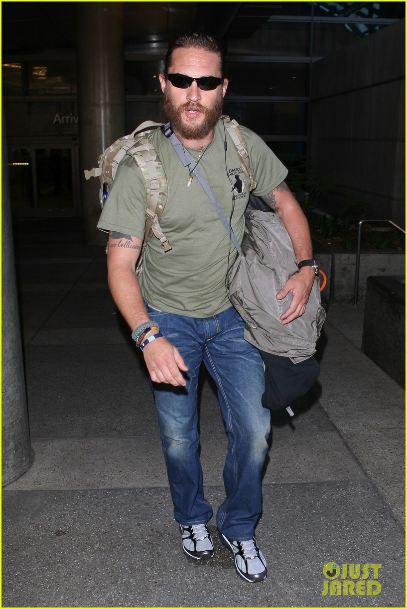 tom hardy bearded at lax 01