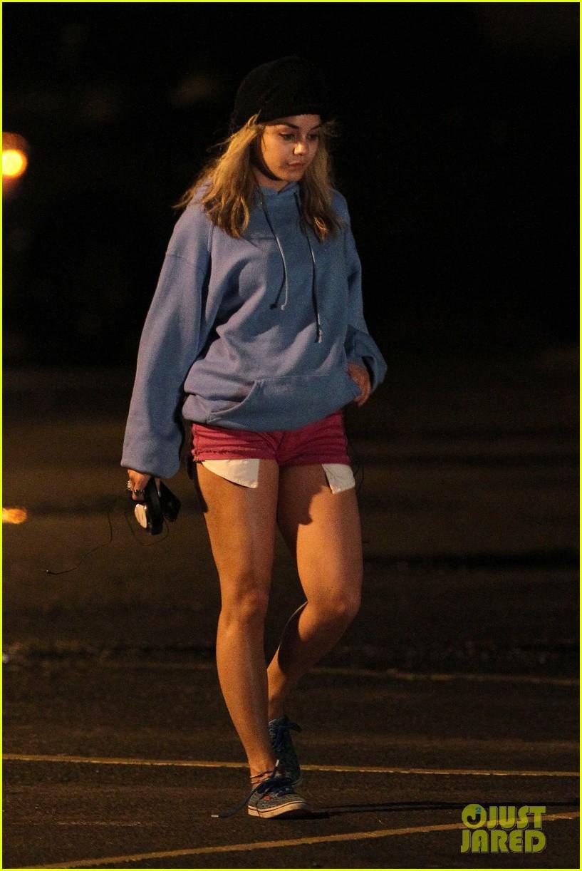 Full Sized Photo Of Vanessa Hudgens Spring Breakers Robbery Scene 21 Photo 2639431 Just Jared