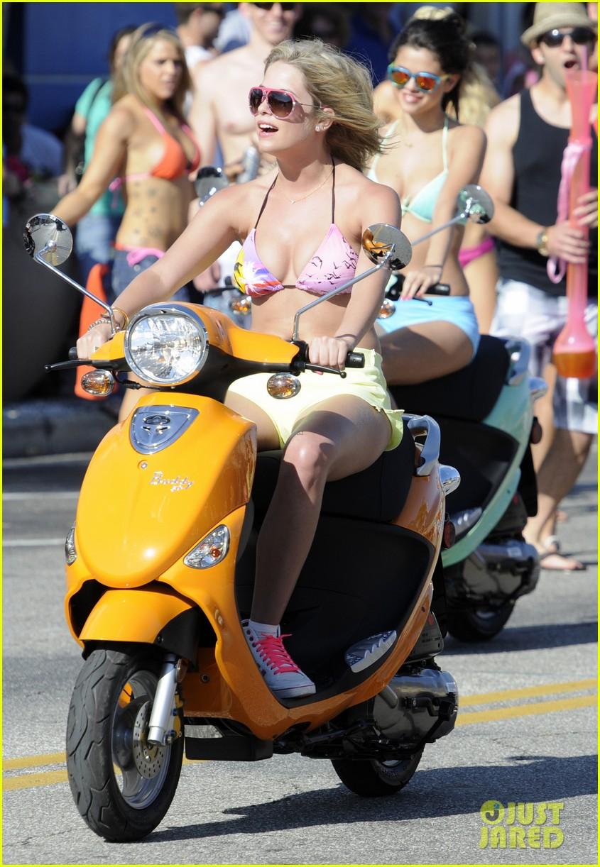 vanessa hudgens bikini scooter spring breakers 10
