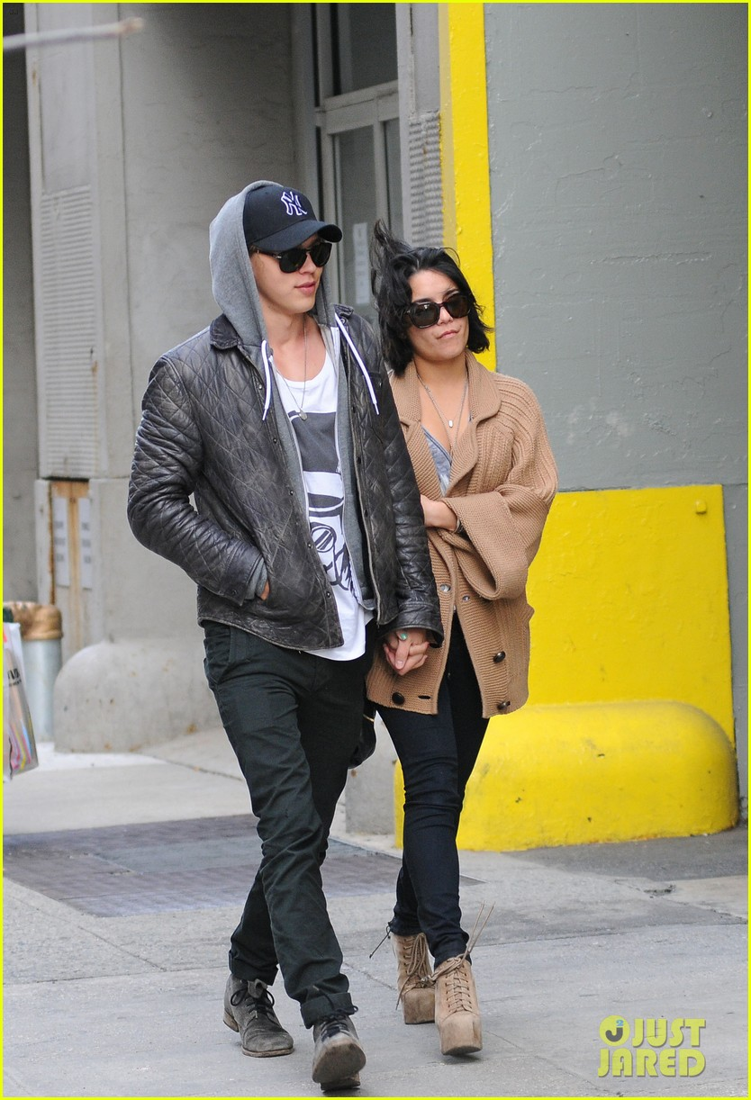 vanessa hudgens austin butler soho lovers 04