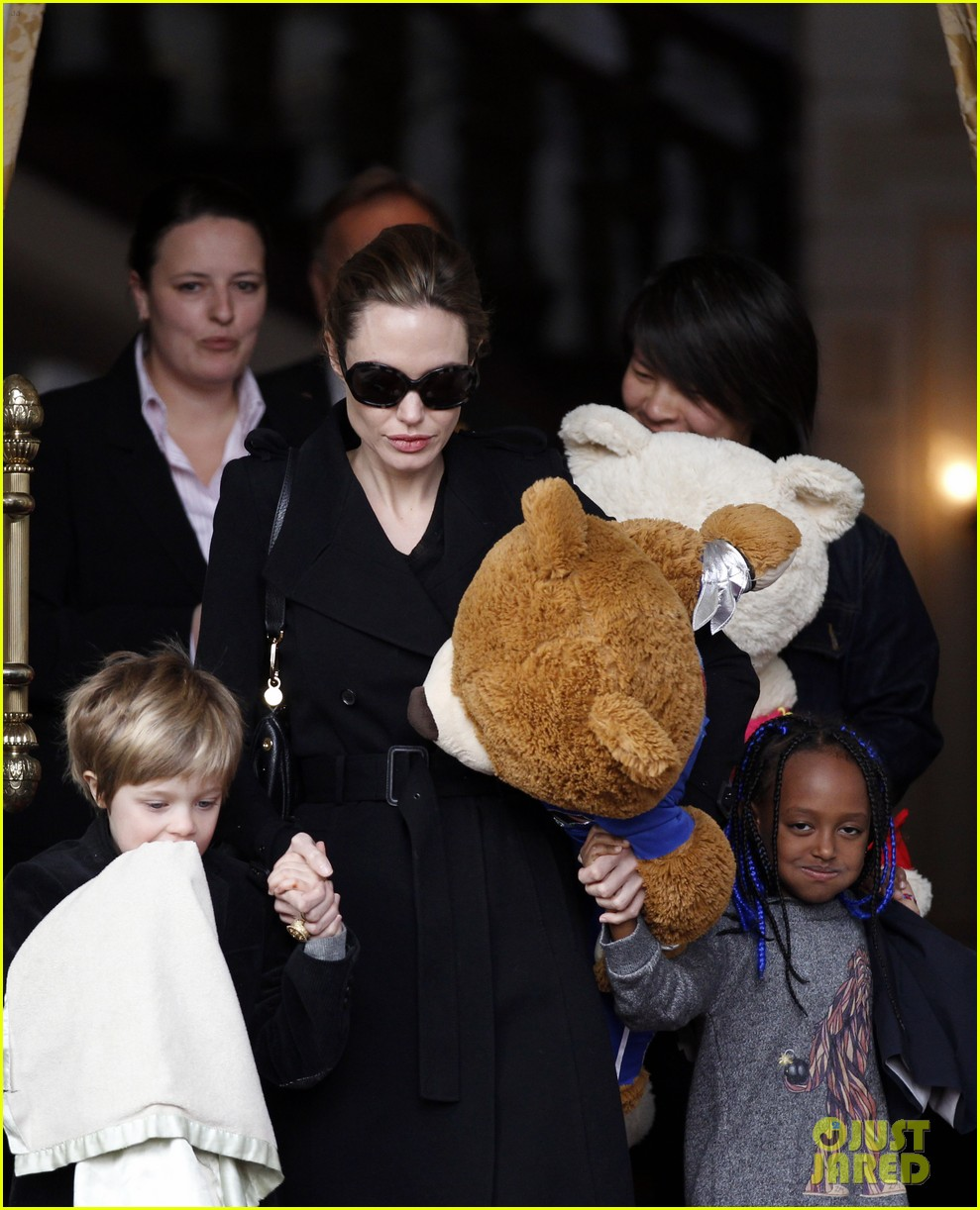angelina jolie girls leaving hotel 02
