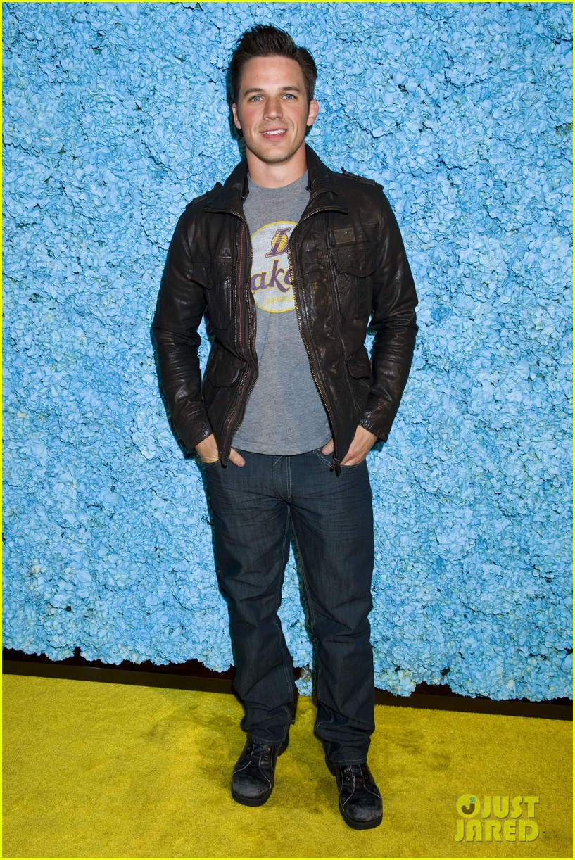 kellan lutz glee guys justjared thirtieth bday 16