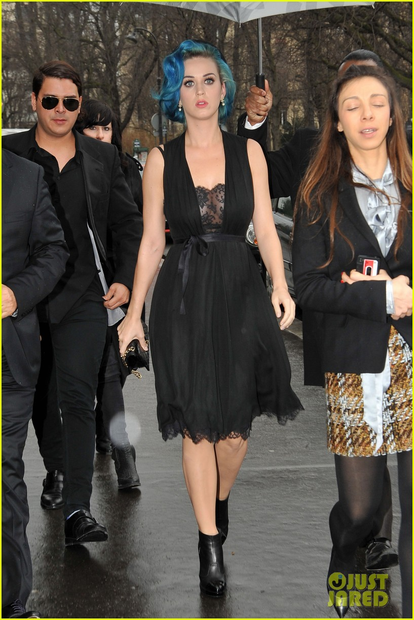 miranda kerr katy perry chanel paris fashion week 04