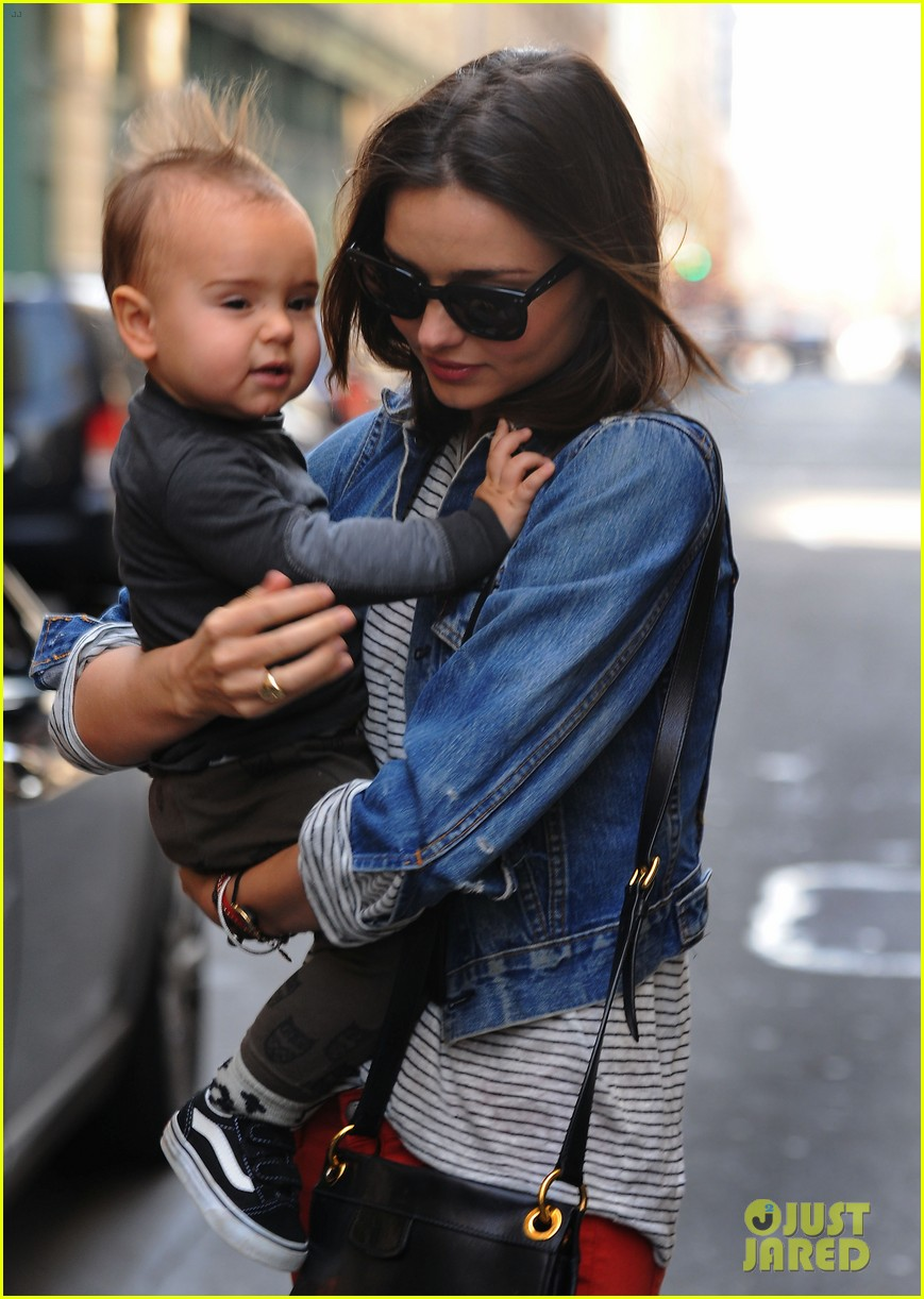 miranda kerr saturday stroll with flynn 03