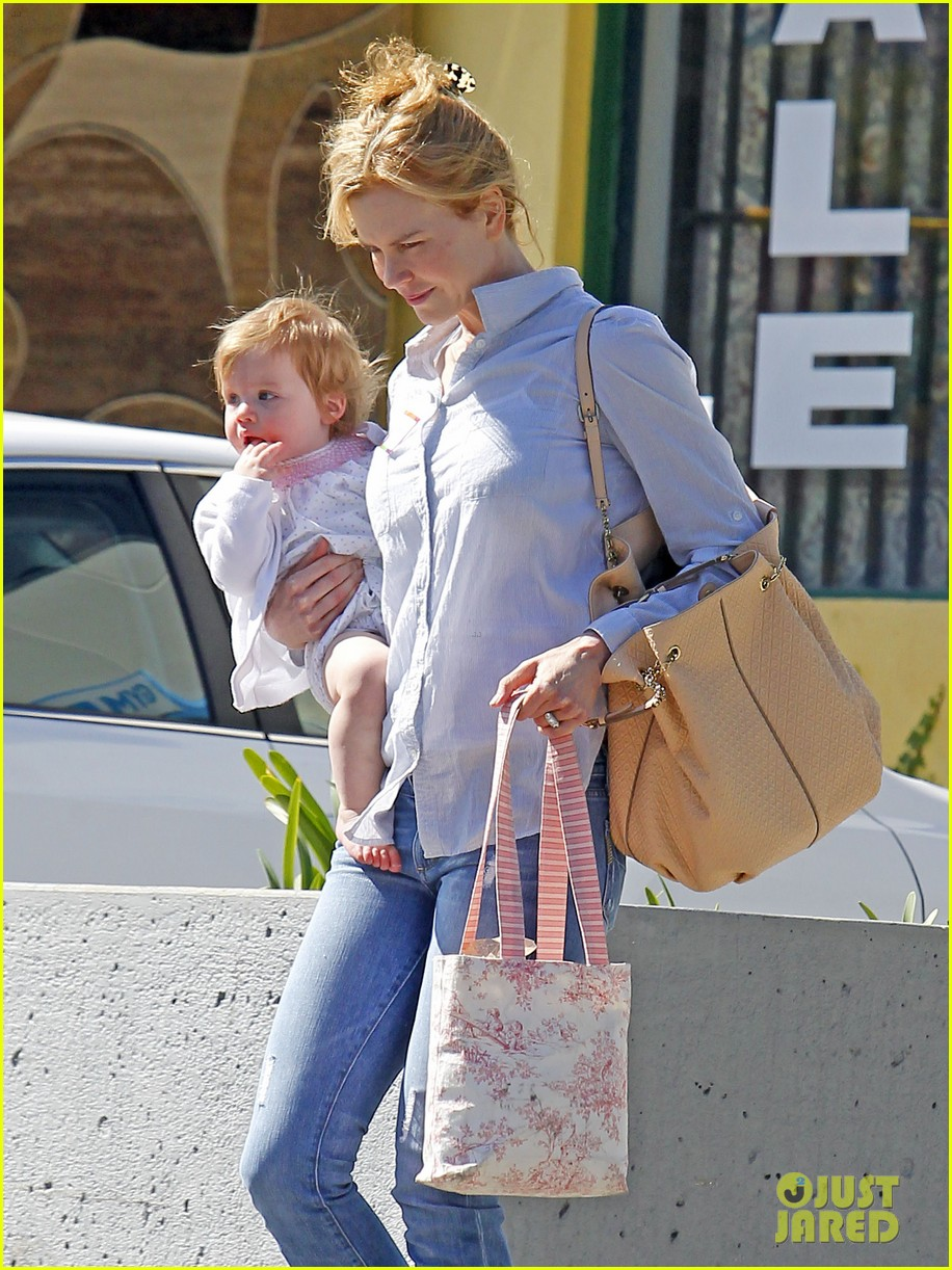 nicole kidman faith kids gym 03