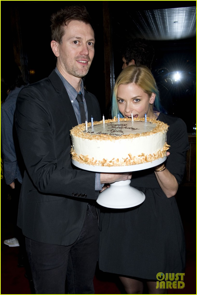 jaime king blue hair kyle newman birthday party 04