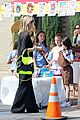 heidi klum sells girl scout cookies with leni 11
