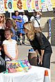 heidi klum sells girl scout cookies with leni 13
