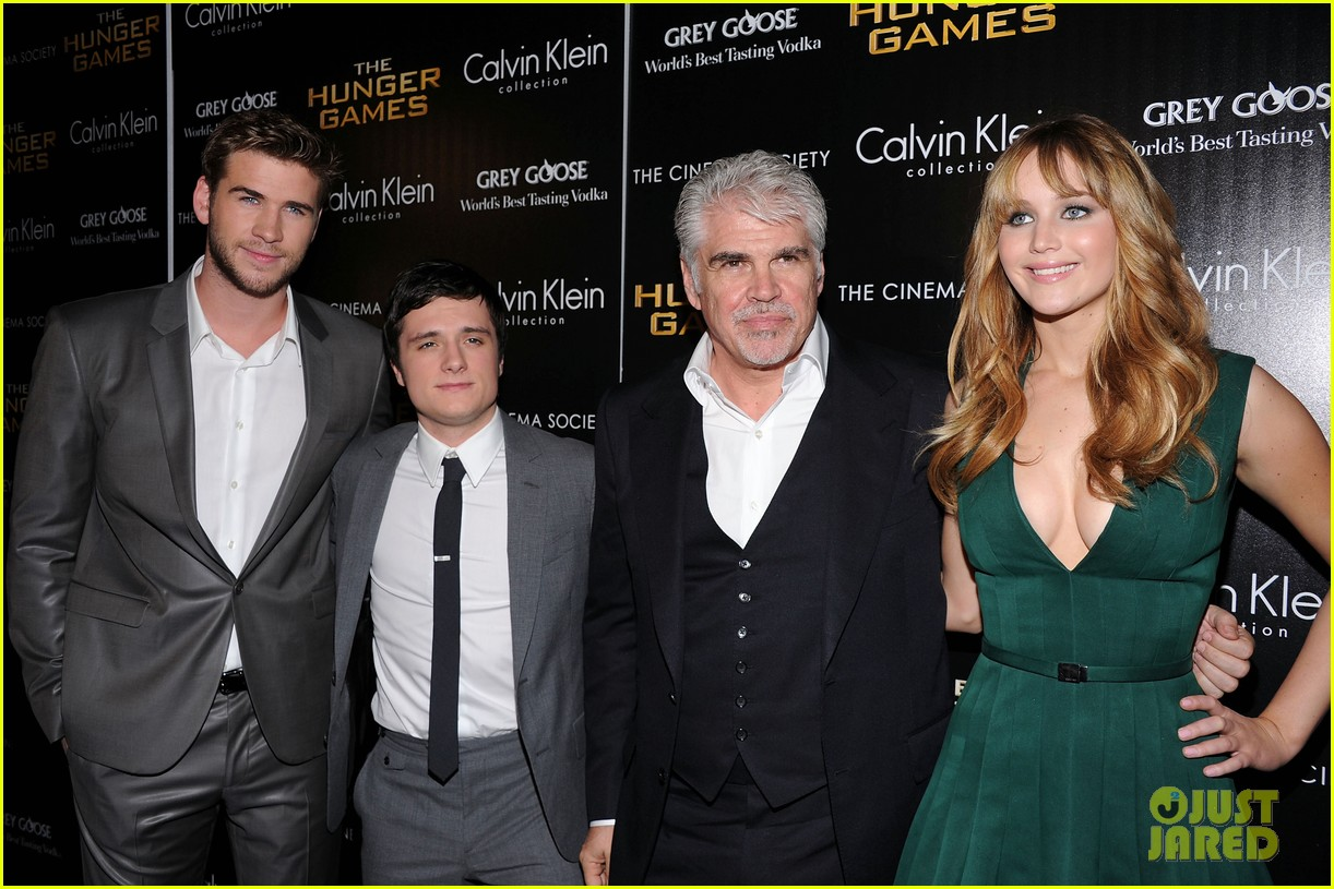 jennifer lawrence liam hemsworth josh hutcherson nyc screening 14