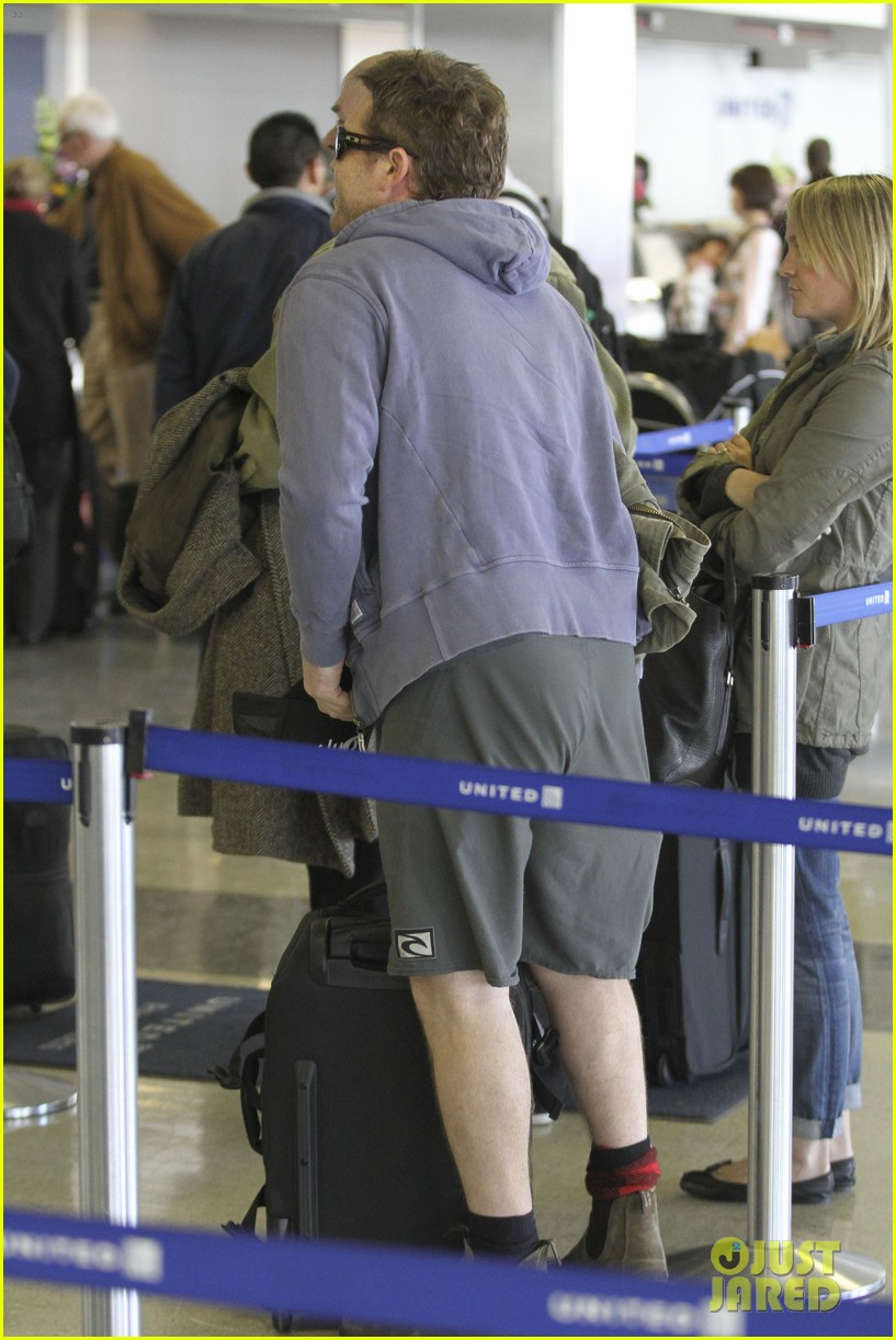 sam worthington lax flight 04