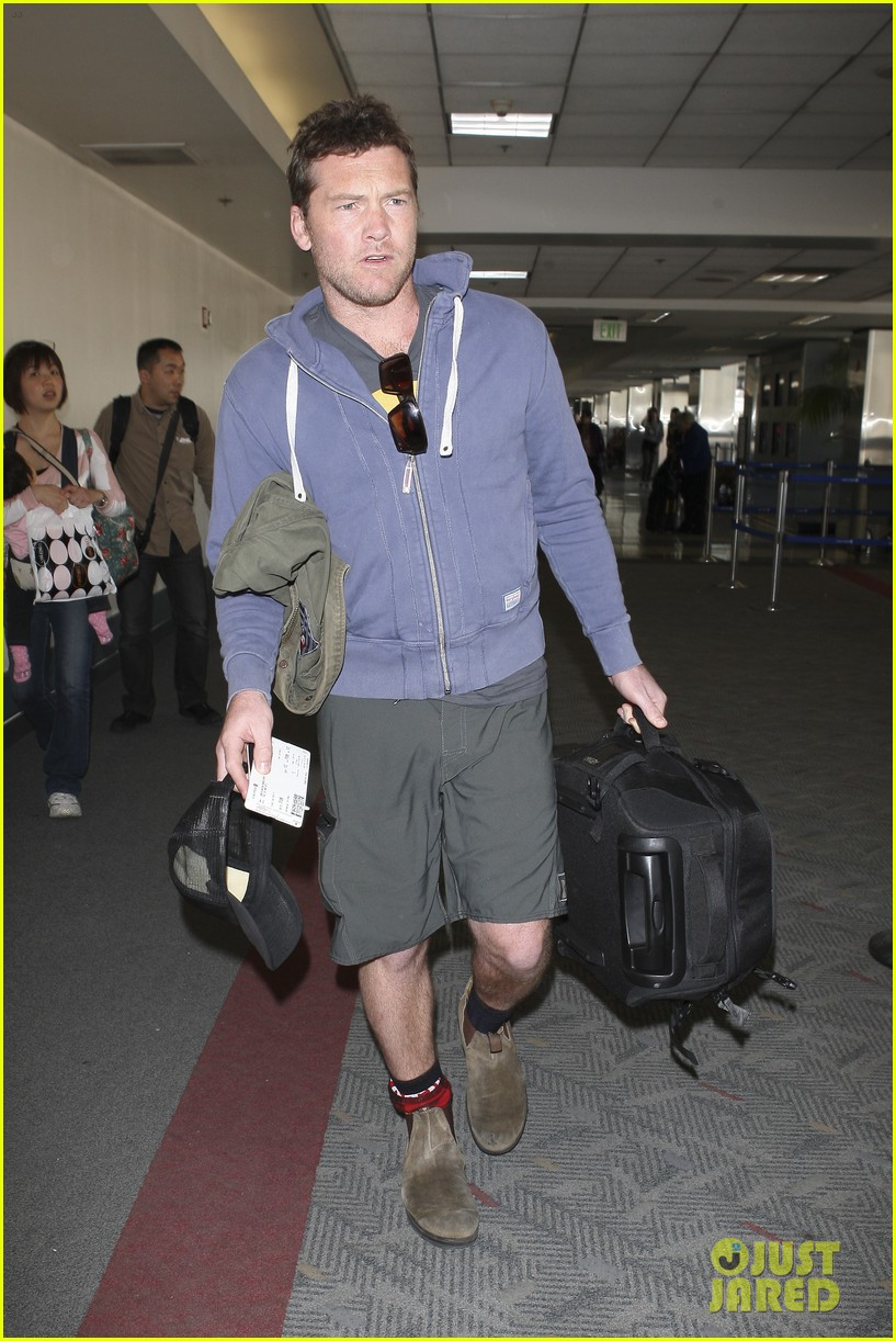 sam worthington lax flight 08