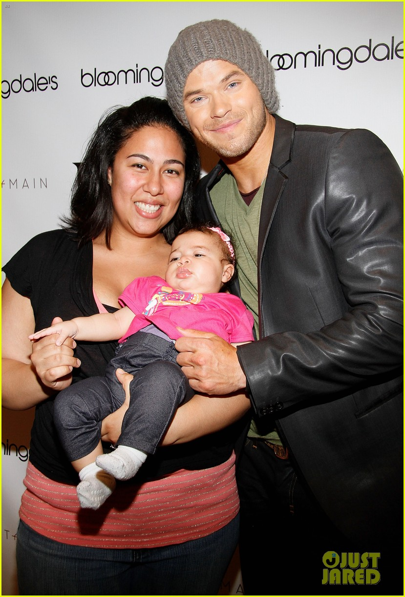 kellan lutz celebrates his birthday with fans 142640070