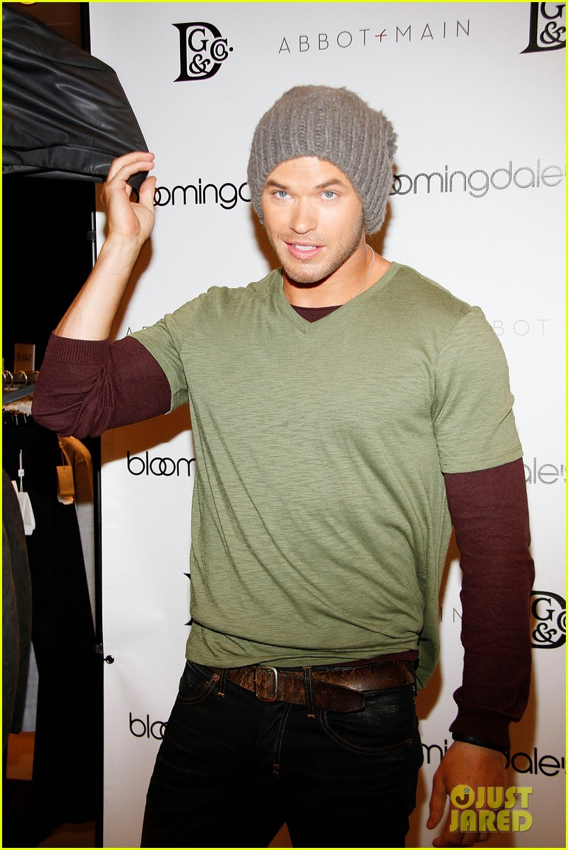 kellan lutz celebrates his birthday with fans 18