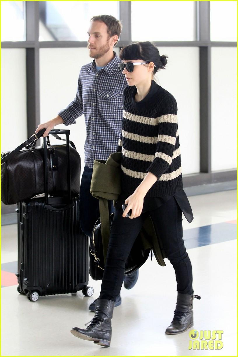 rooney mara airport boyfriend 06Rooney Mara Boyfriend