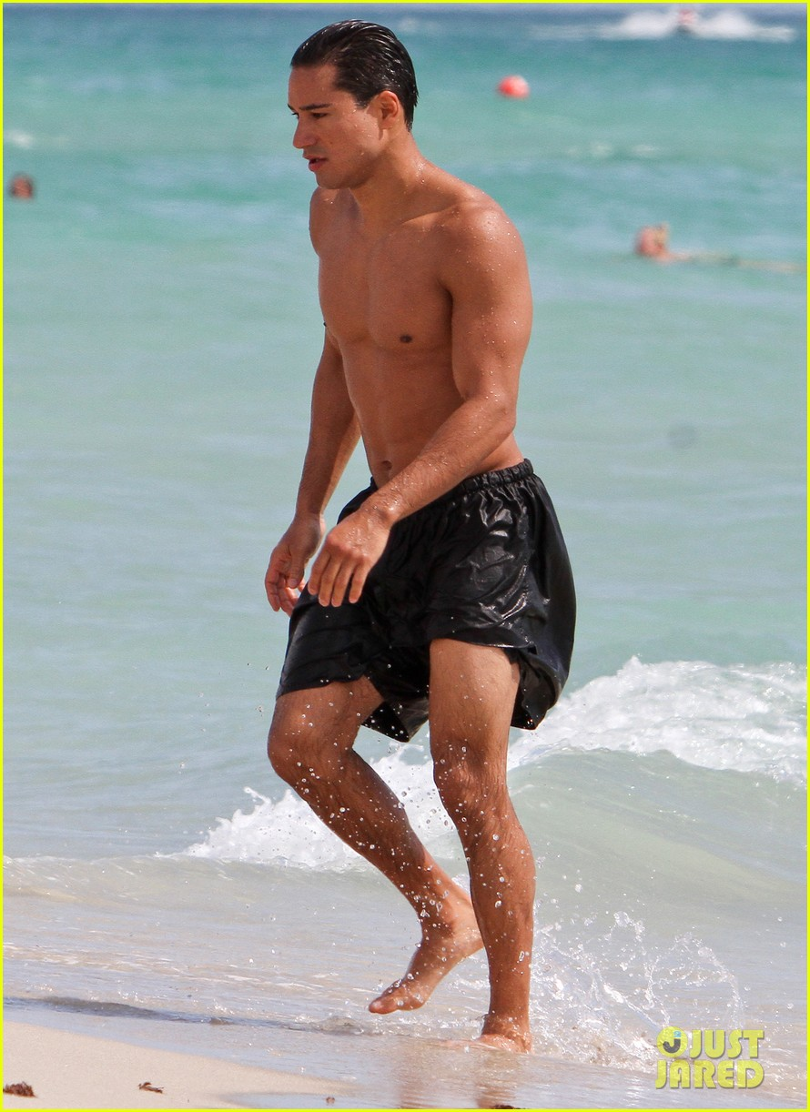 mario lopez shirtless miami beach jog 15