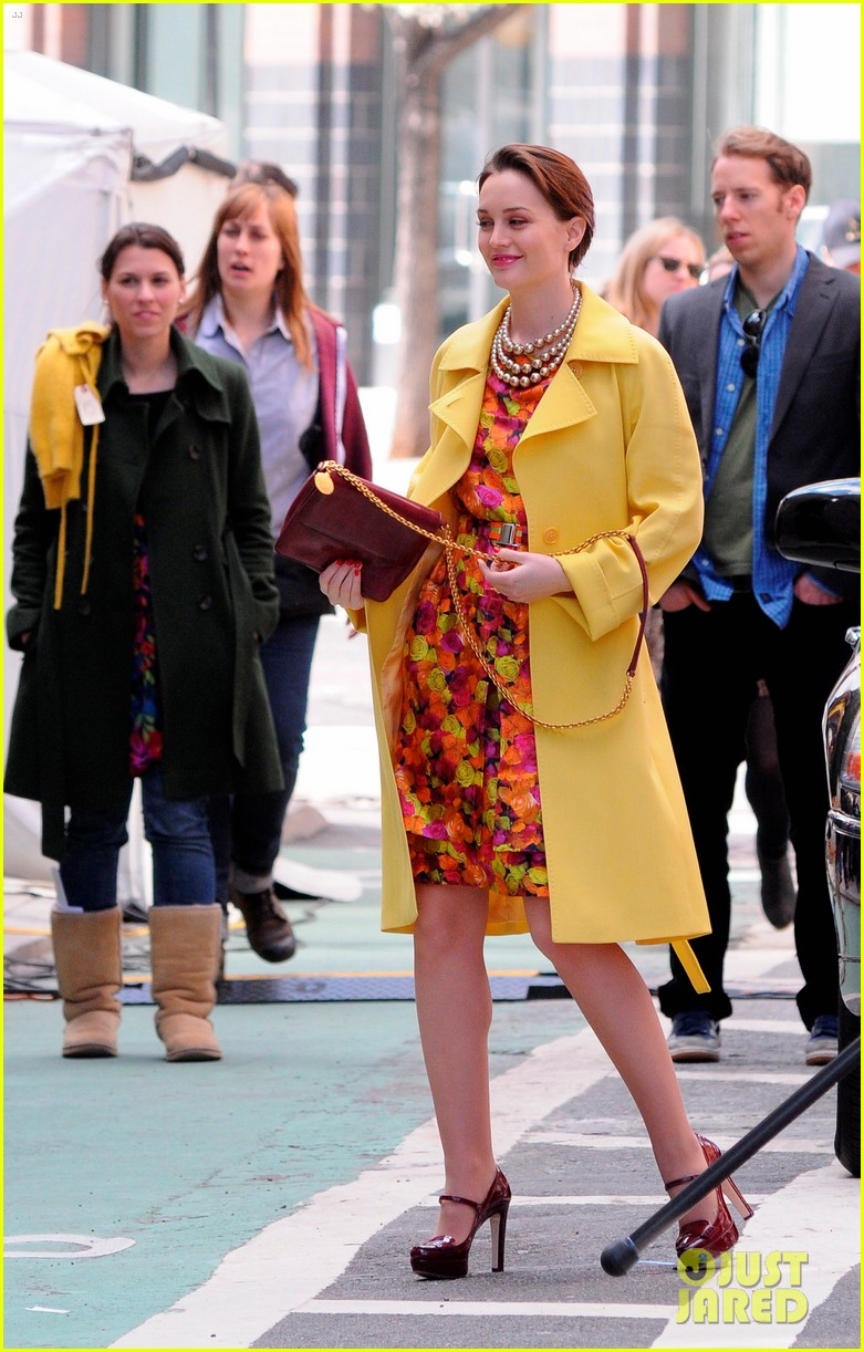 leighton meester yellow coat gossip girl set 11