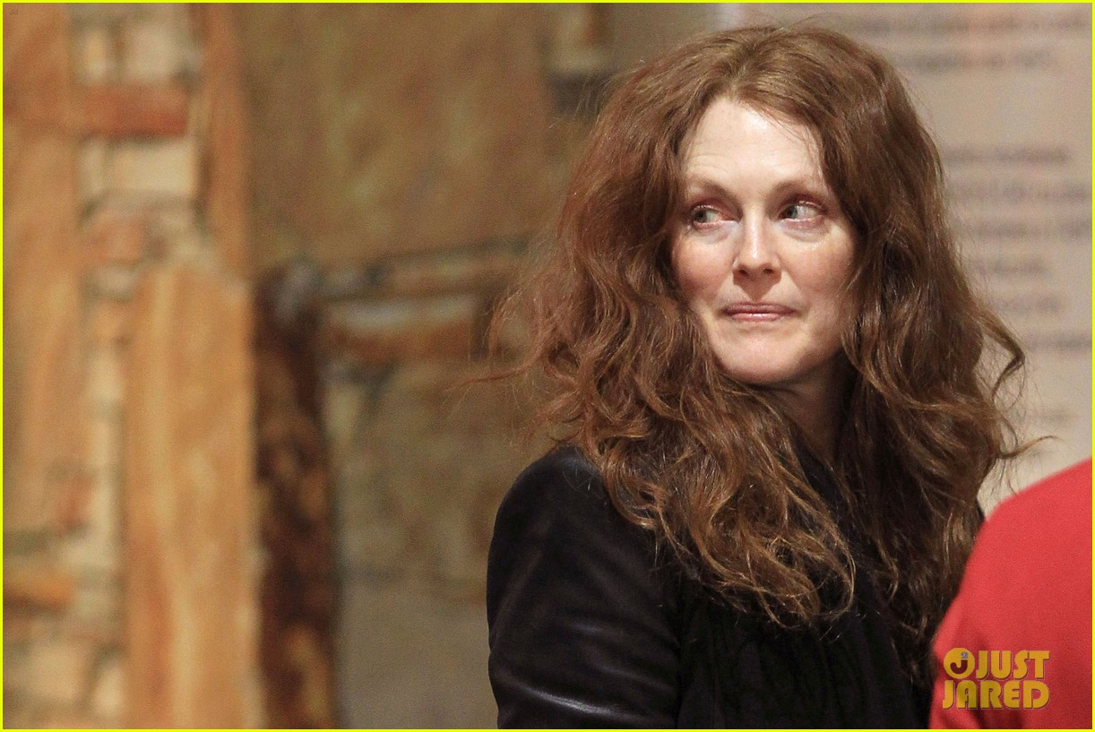 julianne moore heading home 04