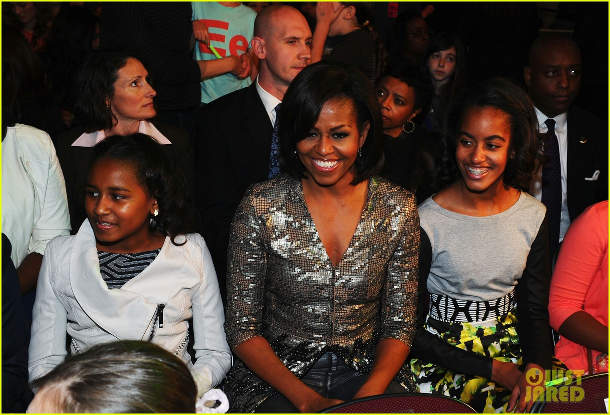 michelle obama kids choice awards with malia sasha 01