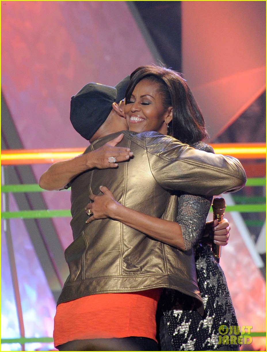 michelle obama kids choice awards with malia sasha 04