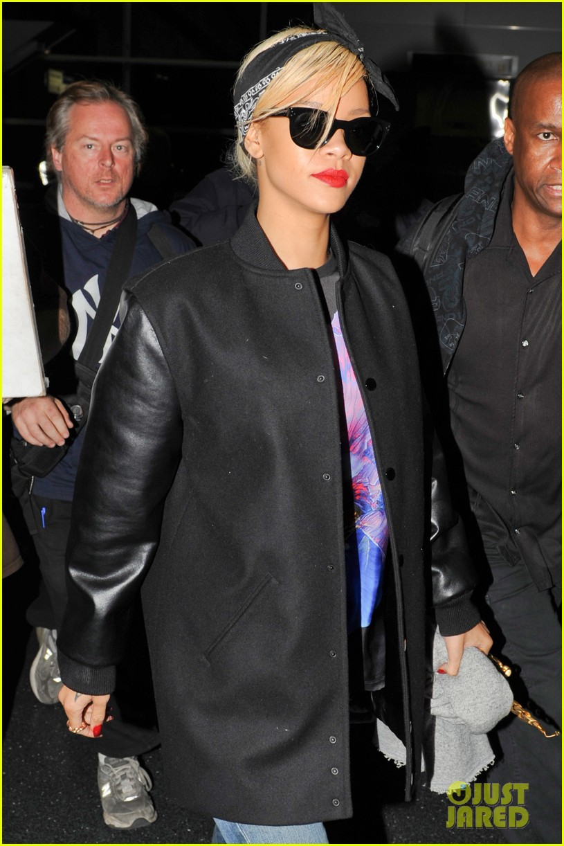rihanna leaves nyc 03