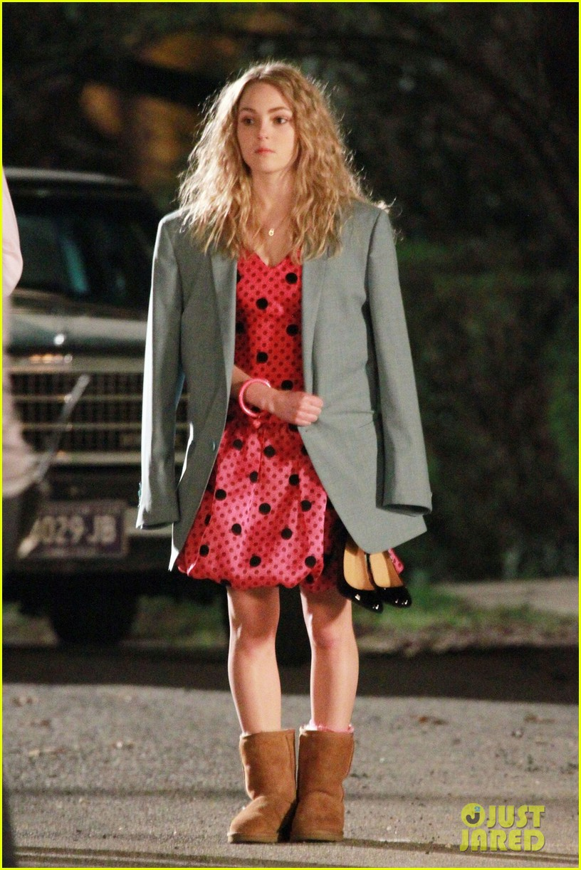 annasophia robb barefoot for the carrie diaries 05