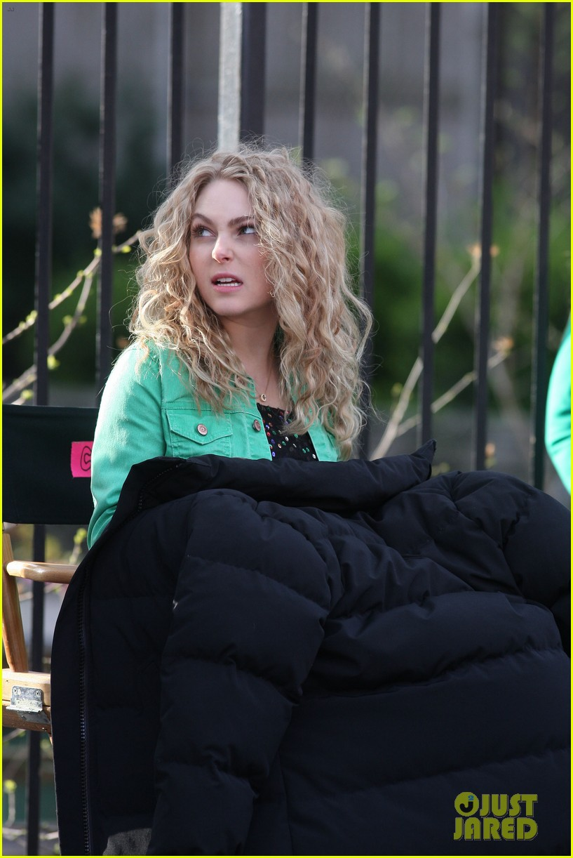 annasophia robb the carrie diaries 80s cutie 05
