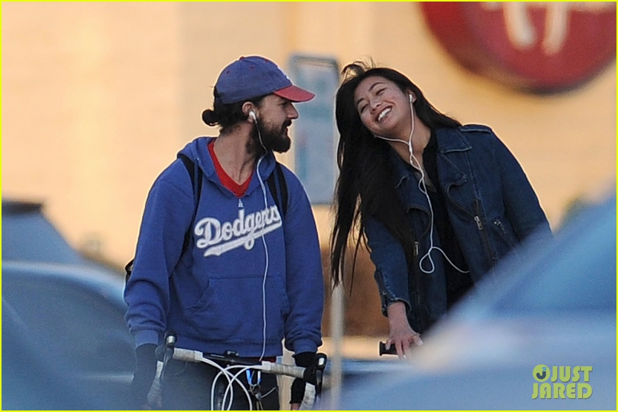 shia labeouf kisses karolyn pho 03