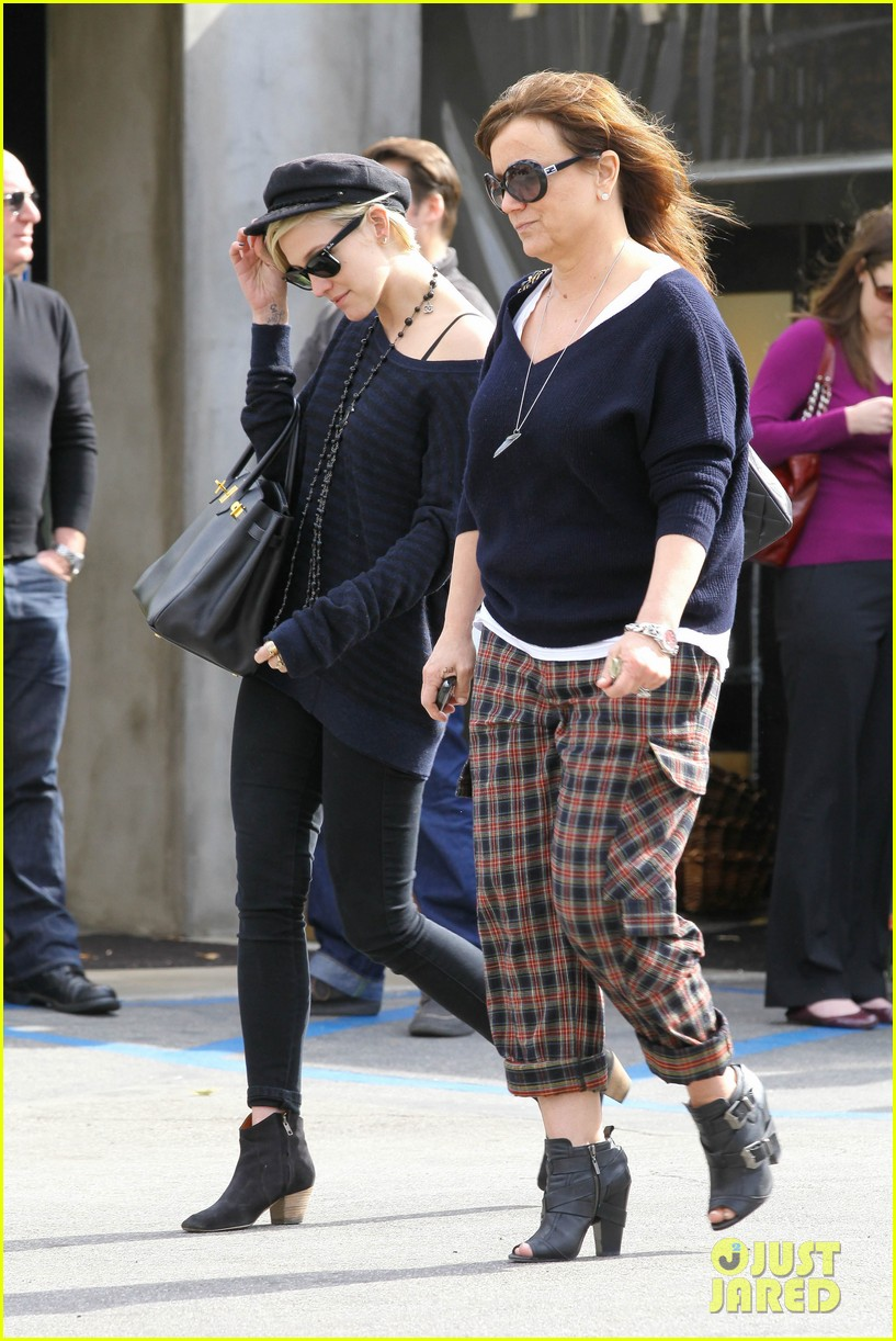 ashlee simpson lunch mom tina 062636937