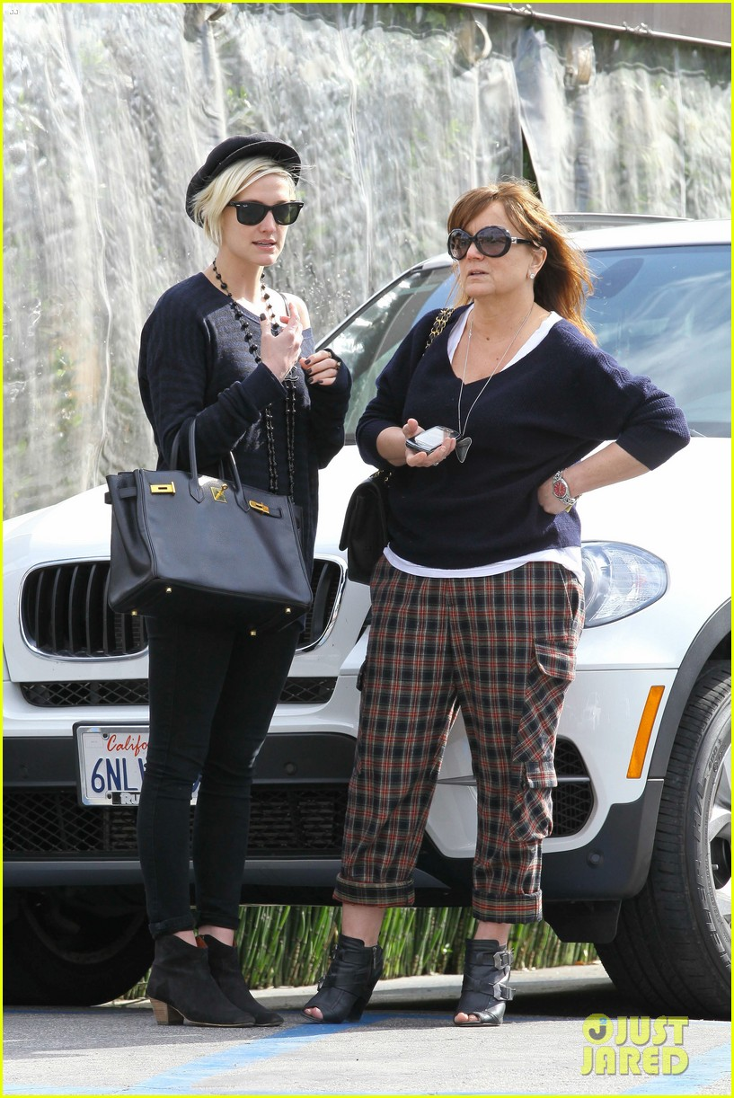 ashlee simpson lunch mom tina 07