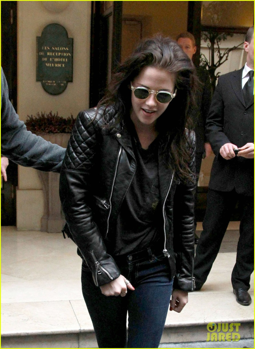 kristen stewart out about paris 022635582