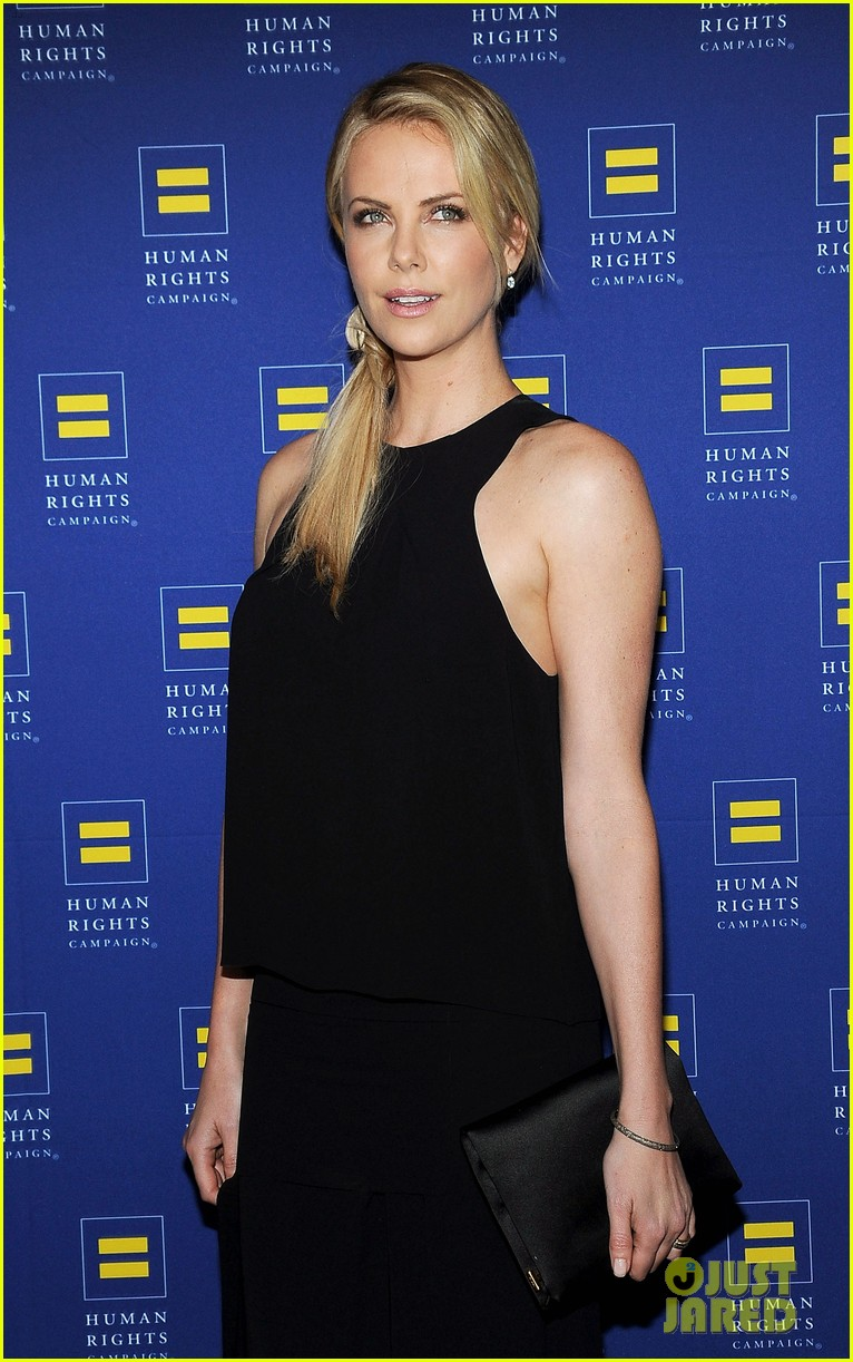 charlize theron hrc los angeles gala 09
