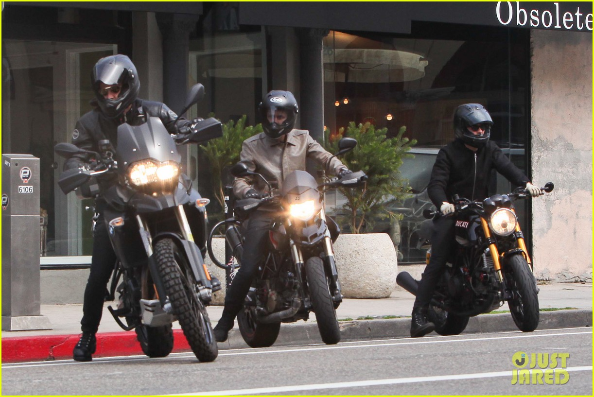 justin theroux orlando bloom biking budies 07