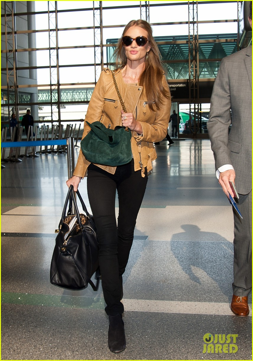rosie huntington whiteley smiles lax 01