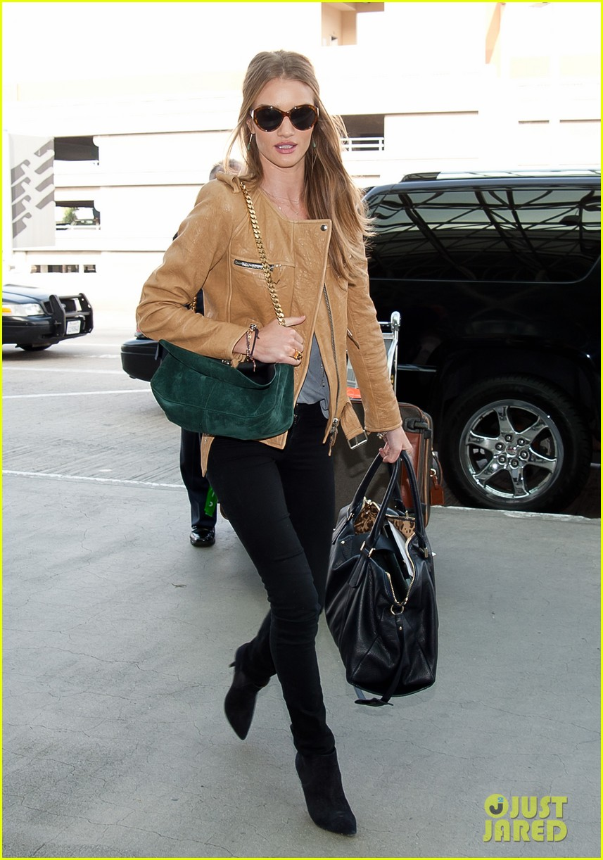 rosie huntington whiteley smiles lax 02